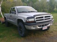 Dodge dakota 2003 4.7l 180000km avec air climatise Demande 3500$