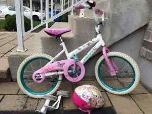 Vélo 16 pouces fille avec petites roues et casque Barbie