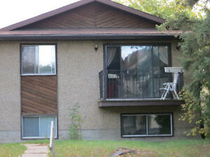 SOUTH OF WHYTE AVENUE - VERY NICE 3-BEDROOM MAIN FLOOR