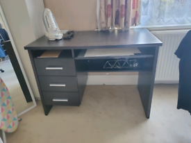 AVAILABLE! FREE desk collection from NW6