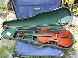4/4 Violin with bow, case, rosin, chin rest