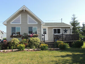 Bungalow in cottage country walking distance to beach