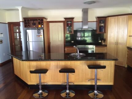 QUALITY KITCHEN WITH GRANITE TOPS!