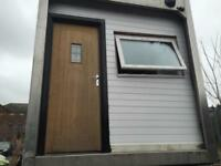 TRAILER HOME 1 BEDROOM + FULL BATHROOM + LOUNGE AND KITCHEN + MUST VIEW