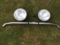 Two spot lights 8in with badge bar