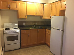 1 BEDROOM,NEAR UNIVERSITY,WHYTE AVE&GROCERY*FEB FREE&MARCH1/2