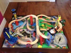 Train set comes with Table