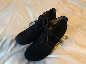 Tom's black suede wedge bootie shoes size 8