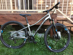 2017 XS Norco Storm 7.4 300$ obo