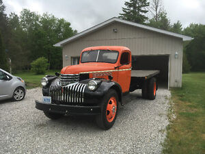 '46 Chev completely restored with box and hoist