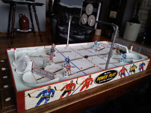 Complete 1960 Eagle Power Play Table Top Hockey Game