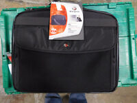 Targus XL Clamshell Carrying Case NWT