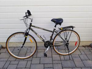 Vélo CCM 27 po - suspension avant, équipé, très propre