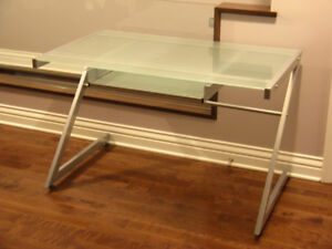 STRUCTUBE ZED 150cm glass-top desk (excellent & clean condition)