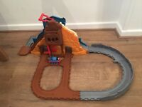 Thomas the tank engine Dino run take and play track with train