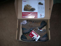 Work Safety  Boots.. Steel.. New.. size 10 CSA approved
