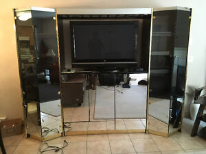 Osoyoos free TV stand