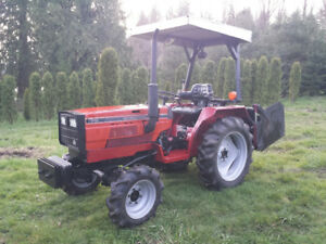 IH 244 Tractor  -  21HP diesel engine (18 pto), 4wd