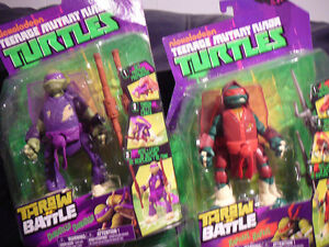 4 NINJA TURTLES THROW IN BATTLE