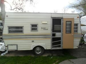 15 ft Canadian Made Taylor Coach Trailer-Selling As Is!!!!
