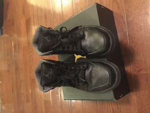 Perfect condition Jordan 1 Mid black size 9