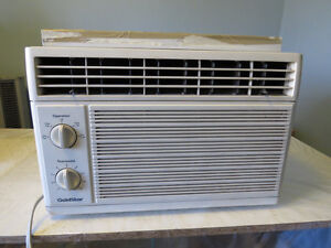 3 Window Air Conditioners (Climatiseur)