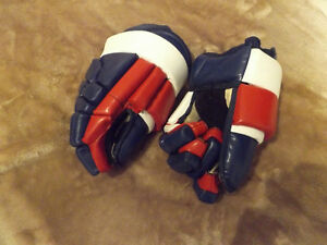 Canadians custom made hockey gloves