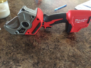 Milwaukee Plastic Pipe shear 2470-20