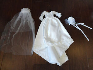 Barbie Wedding Dress, Veil and Bouquet in Perfect condition. Kitchener / Waterloo Kitchener Area image 1