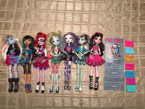 Monster High Photo Day/Fearbook 7 doll lot Christmas West Island Greater Montréal image 1