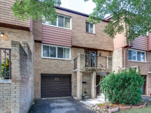 FOR SALE - 3 BR/4 WR Townhouse in Meadowvale