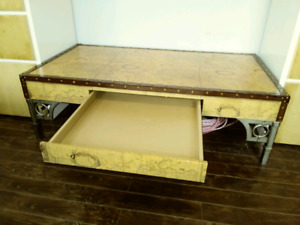 Coffee table for sale $180 free delivery
