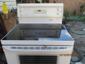GE FLAT TOP  ELECTRIC STOVE VERY CLEAN