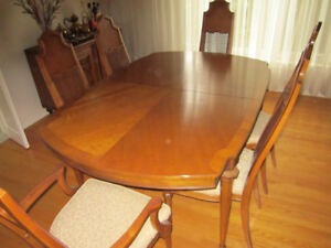 Thomasville Dining Room Set - 9 Pieces