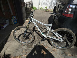 Devinci Dixon, Cadre medium, Full Suspension