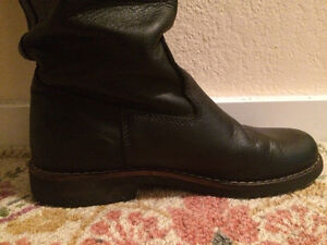 "Lightly used ""Roots"" knee-high leather boots size 8.5/9"