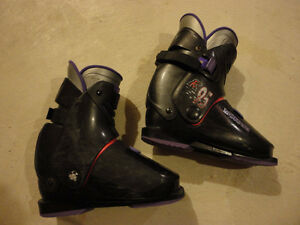 Women old ski boots