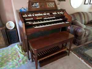 Wurlitzer Organ - Free to the right home