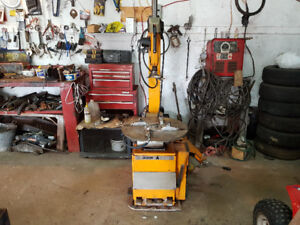 FOR SALE..TIRE CHANGER MACHINE
