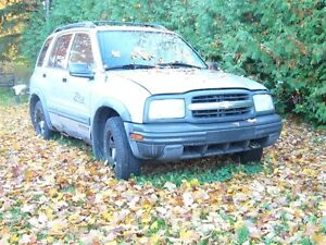 2003 Chevrolet Tracker 6 cylinder SUV, Crossover