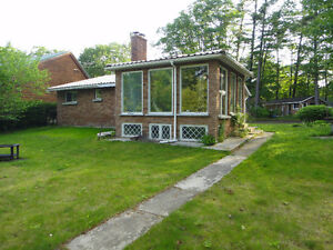 OLD CHARMING HOUSE/COTTAGE 3 BR. RIVERFRONT WASAGA