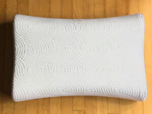 Tempur-Pedic Contour Side-to-Side Queen Pillow - Like New!