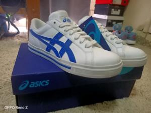 ASICS size 4