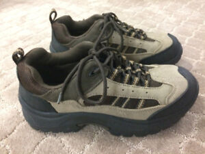 Brand New BASS Leather Fabric Shoes (Size 8)