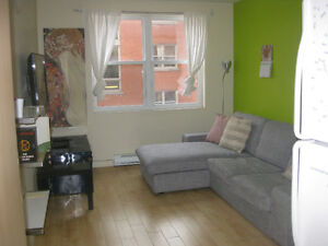 CAVENDISH : RENOVATED CONDO, 3 BEDROOMS, FURNISHED