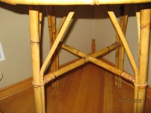Rattan table with glass top & two chairs Stratford Kitchener Area image 3