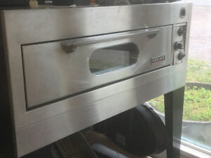 Electric pizza oven for sale. Hardly used.