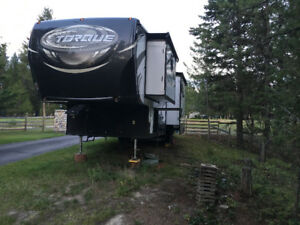 2016 Heartland Torque 321 ss Toy Hauler Excellent condition