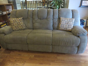 COUCH & LOVESEAT; RECLINER