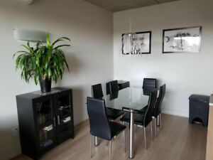 Table en verre avec 6 chaises / Glass table with 6 chairs